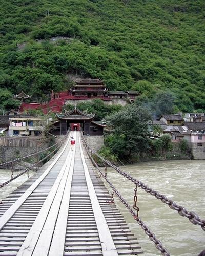 有关泸定桥的资料_四川甘孜风景图片-泸定桥 美景四川旅游网-SichuanTravel
